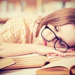 太る原因は睡眠不足!ダイエット中は寝る子で効率アップ