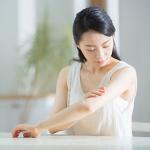 気になる二の腕のぶつぶつ・毛孔性苔癬の原因と治す方法8つ