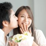 年下男子から好かれてモテやすい年上女性の6つの要素