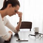 スマホ老眼で若者の目が危ない!原因・症状と5つの対策法