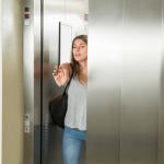 【夢占い】エレベーターの夢が暗示している9つの意味や驚きの解釈