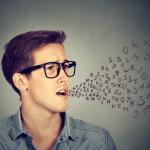 独り言が多い人の心理特徴7つとぶつぶつ言うのを抑える対処法