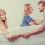 略奪愛癖がある女性の心理特徴9つから人のモノを欲しがる癖を知る
