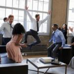 ムードメーカーな人の性格や特徴9つが職場の人間関係を円滑にする!