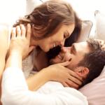 年上男性にモテる女性の特徴9つ!年上に可愛がられるポイントとは?